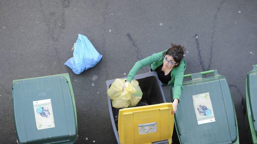 Désormais, dans toute la métropole de Montpellier, les emballages sont à jeter dans la poubelle jaune. Sauf le verre (illustration)