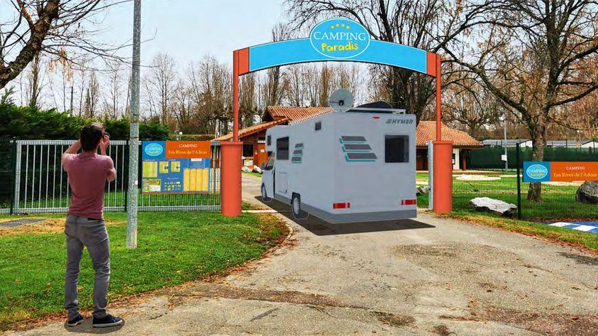 La pancarte, qui représente la série, sera posée à l'entrée du camping de Saint-Sever.