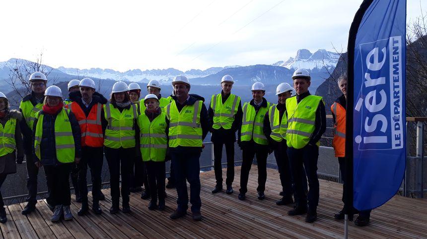 Fabien Mulyk (au centre) a commenté la visite. ici, entouré d'élus et d'invités