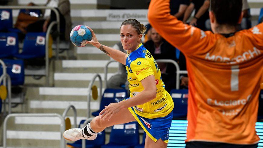 On ne reverra plus Manon Houette avec le maillot de Metz Handball cette saison.