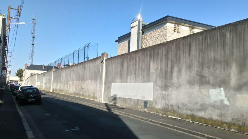 Depuis des années, la maison d'arrêt de Tours accueille régulièrement près de deux fois plus de détenus qu'il n'y a de places.