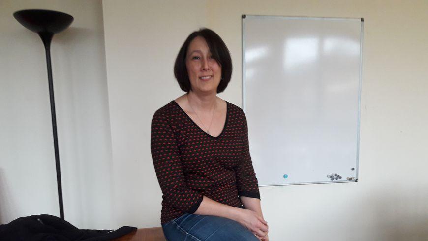 Liz Sadorge s'est installée en France en 2011, elle a la double nationalité française et britannique.