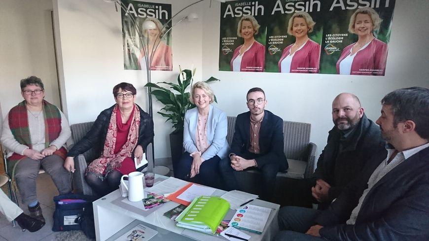 """Isabelle Assih et ses colistiers de la liste de gauche """"Quimper Ensemble"""""""