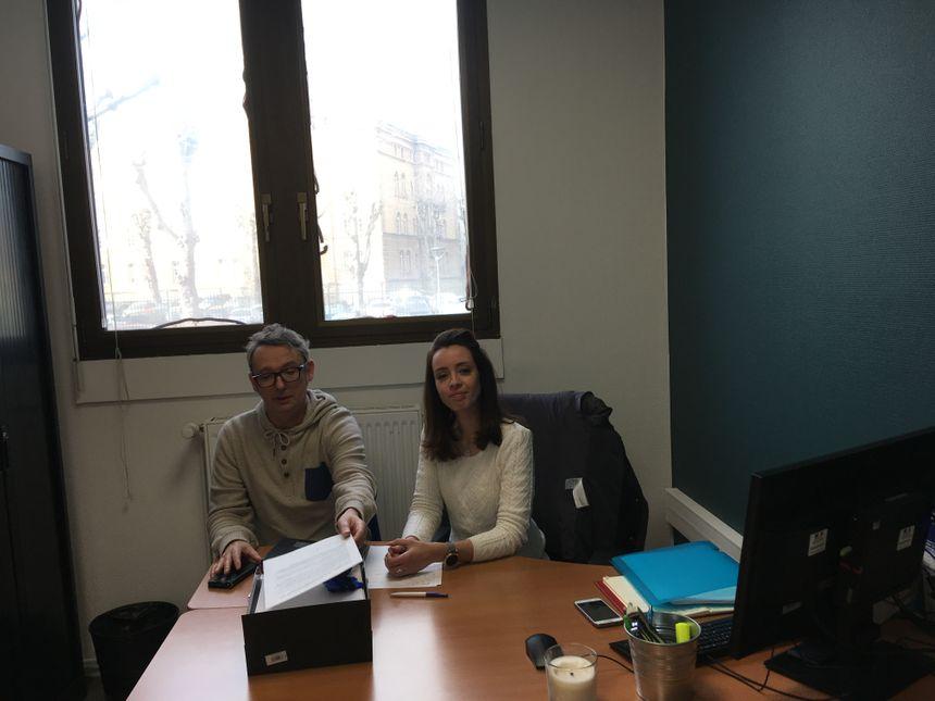 Franck, travailleur social, et Emilie, psychologue, tiennent des permanences pour les victimes au commissariat de Metz, en lien avec la brigade des violences conjugales