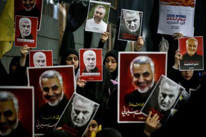 Manifestation le 5 janvier 2020, à Beyrouth (Liban). Les portraits sont ceux de Qassem Soleimani et d'Abu Mahdi al-Muhandis, tués lors d'une frappe aérienne américaine à Bagdad