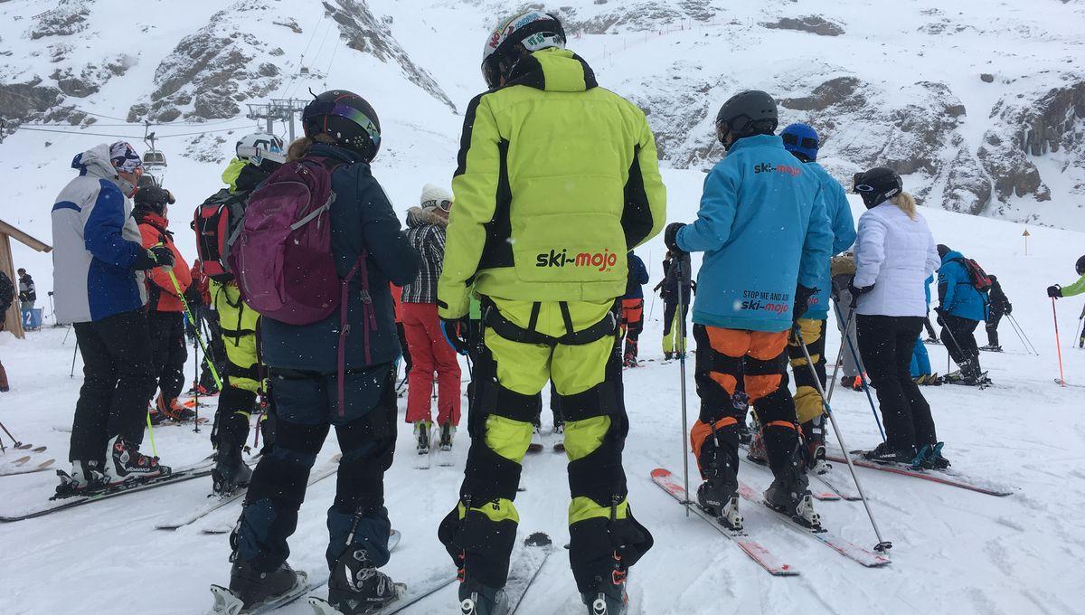 """[VIDEO] Le ski """"augmenté"""" avec un exosquelette"""