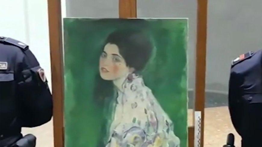 """Le """"Portrait d'une Dame"""" de Klimt, volé en 1997, a été retrouvé par hasard en Italie en décembre 2019"""