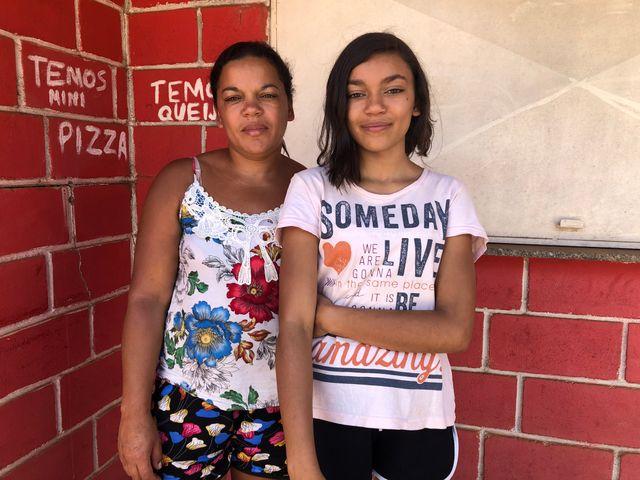 Renata la marchande de sandwich de Parque de Cachoeira , et sa fille Rayane,  dans un des faubourgs de Brumadinho les plus touchés par la catastrophe du 25 janvier 2019