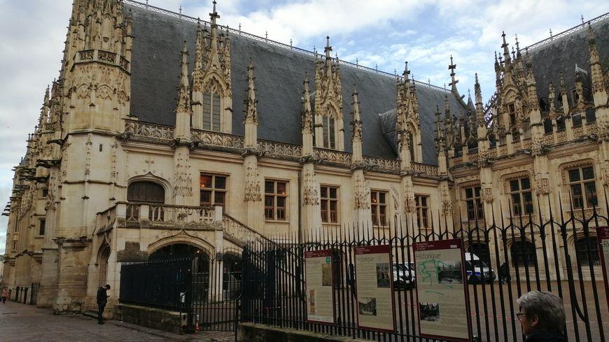 Le palais de justice de Rouen.
