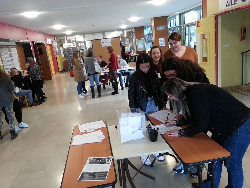 De nombreux candidats se sont présentés pour prendre des renseignements ou découvrir l'école