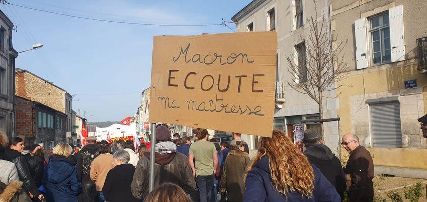 Parmi les manifestants, de nombreux enseignants étaient présents contre la réforme des retraites et celle du lycée