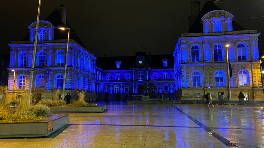 L'hôtel de ville d'Amiens, lundi soir.