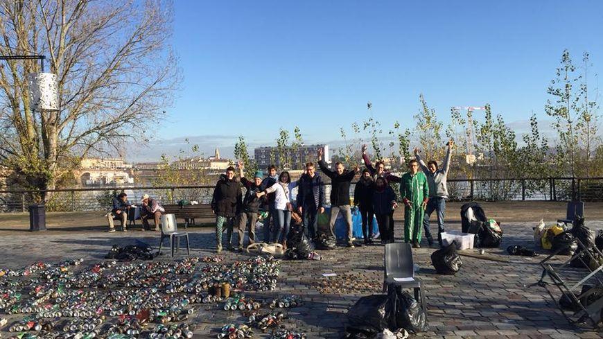 Collecte de déchets plastiques et autres polluants à Bordeaux Bastide