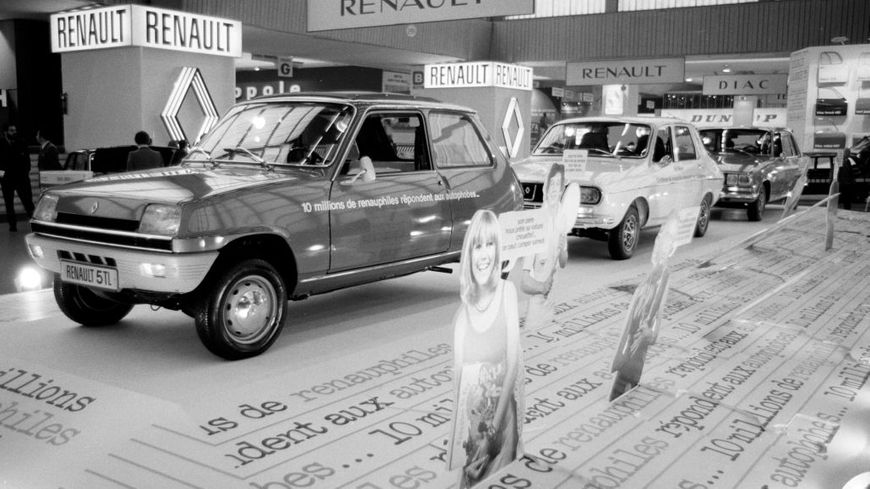 Renault 5 et 12 lors du salon de l'automobile de Paris le 4 octobre 1974, France.