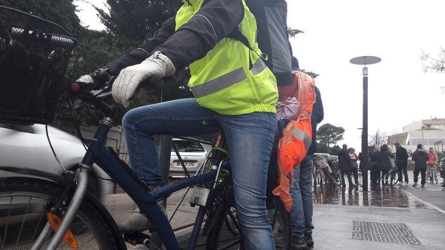 Des riverains dénoncent l'absence d'aménagements pour les vélos sur le Faubourg Figuerolles à Montpellier, en chantier depuis un an.
