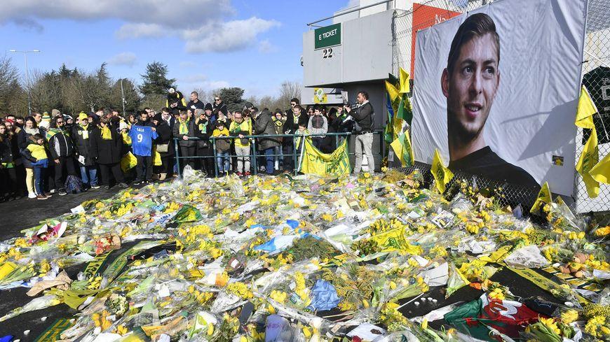 Les supporters du FC Nantes rendant hommage à Emiliano Sala, à Nantes.