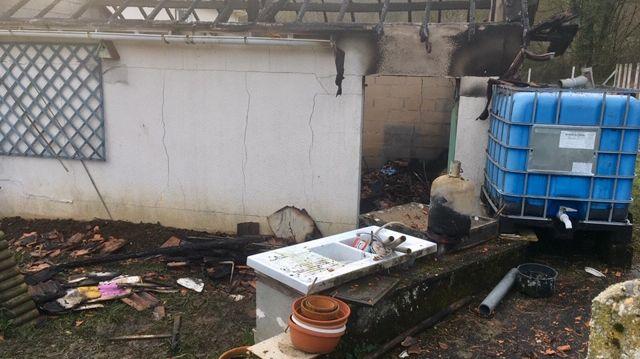 Le garage a entièrement brûlé