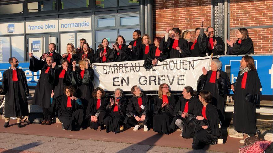 Les avocats du barreau de Rouen en grève.