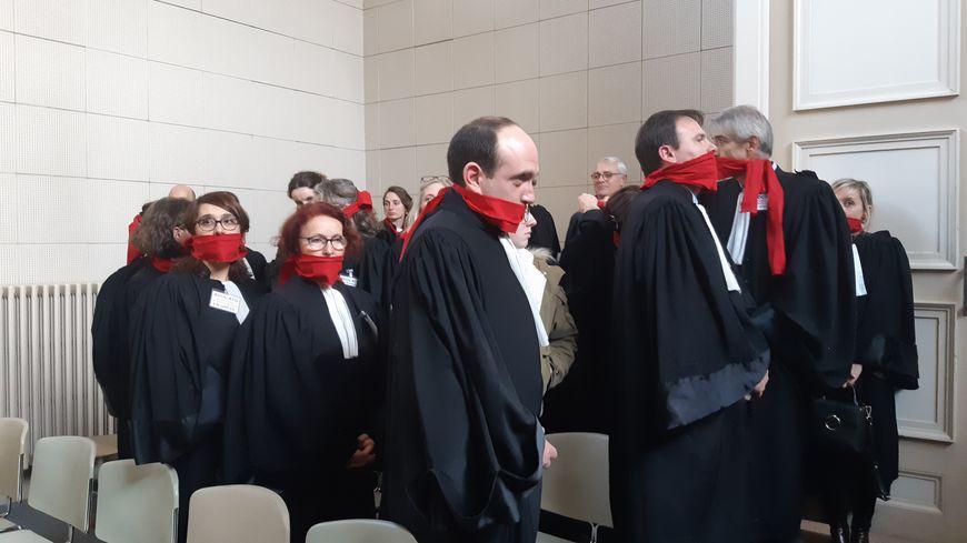 Mobilisation symbolique des avocats de Niort lors de l'audience solennelle de rentrée du tribunal judiciaire