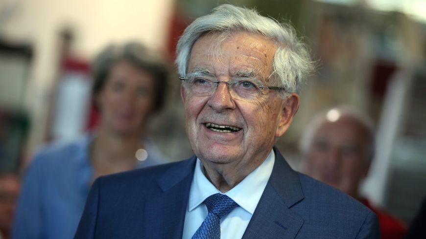L'ancien ministre Jean-Pierre Chevènement lors de la remise d'un fond de 4400 livres à la bibliothèque de Belfort en 2017 (Photo Archives)