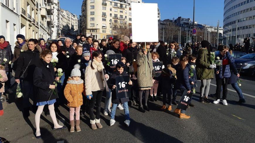 Le départ de la marche blanche en hommage à Sixtine