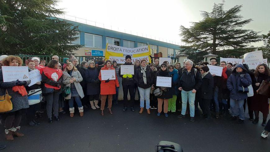 Le comité de soutien contre les expulsions au Collège Clos de Pouilly à Dijon