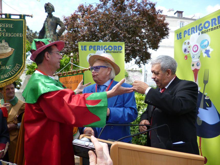 """""""Je me rappelle d'un homme abordable, souriant, plein d'humour"""", raconte Bernard Plantevin, Président de la Confrérie de la fraise du Périgord"""