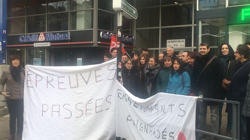 Les enseignants de Beauregard protestent contre ces plaintes devant la DDEN de la Loire