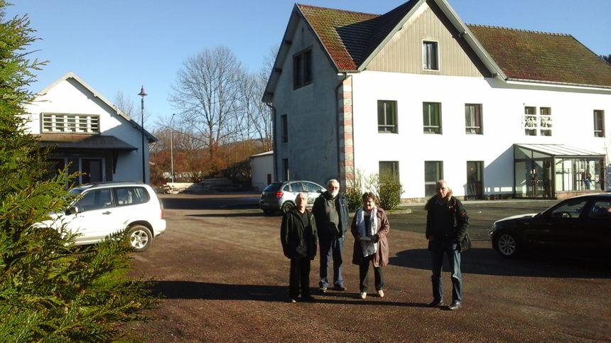 Alain (Foyer Rural), André et Michèle (Club des Aînés), et Guy (Espoir de la Montagne) parmi les représentants de la dizaine d'associations qui font la vie d'ici.