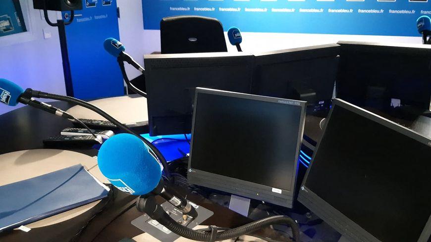 La radio reste le média le plus crédible à vos yeux. Studio de France Bleu à Paris (illustration).