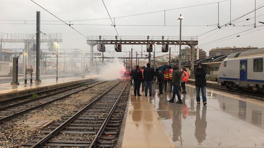 Les trains à l'arrêt ce vendredi matin en gare Saint-Charles.