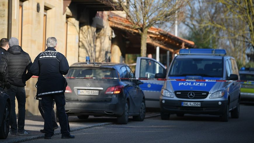 La police mène l'enquête à Rot Am See, sur le lieu de la fusillade.