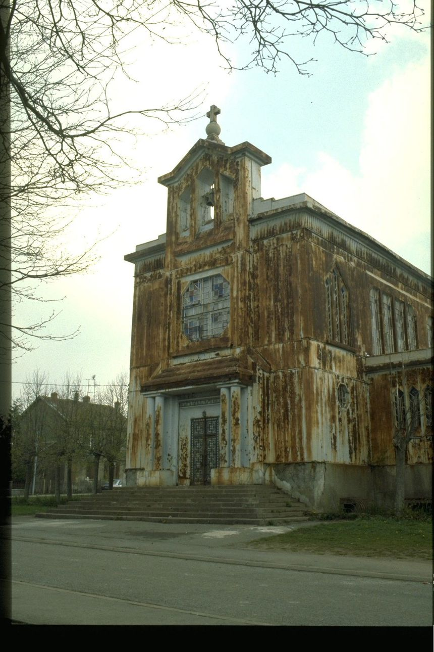 L'église Sainte-Barbe de Crusnes avant sa rénovation.