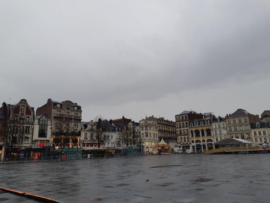 la grande place de l'hôtel de ville de St Quentin