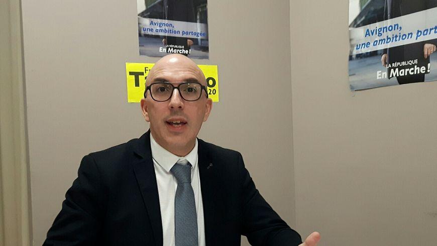 Frédéric Tacchino dans sa permanence électorale
