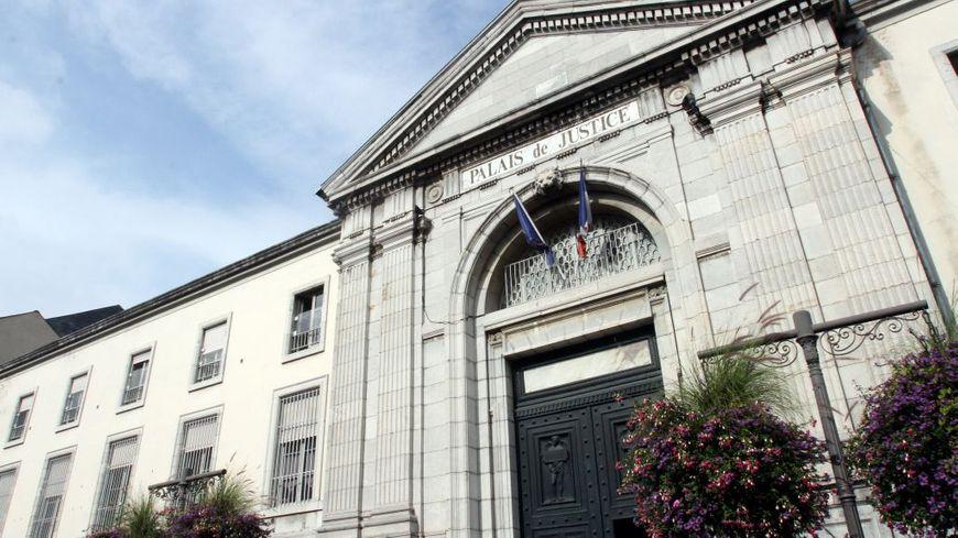 Le palais de justice de Tarbes attend le forcené...