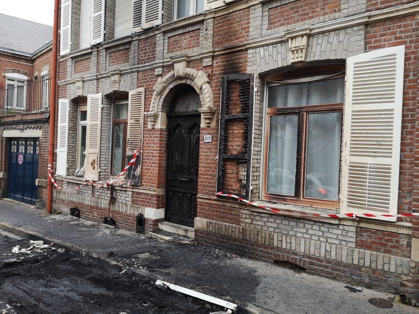 Les vitres de la maison ont explosé sous l'effet de la chaleur