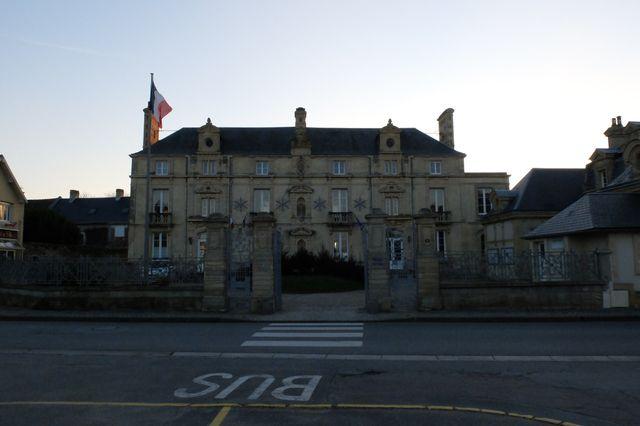Elu en 2016, à la suite d'élections partielles, Dominique Régeard, le maire sans-étiquette de Lion-sur-mer, est candidat à sa propre succession pour les élections municipales de mars 2020