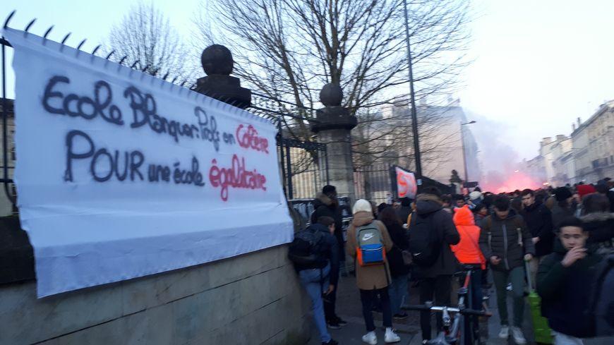 Mobilisation devant le lycée Gustave Eiffel de Bordeaux contre le bac nouvelle formule