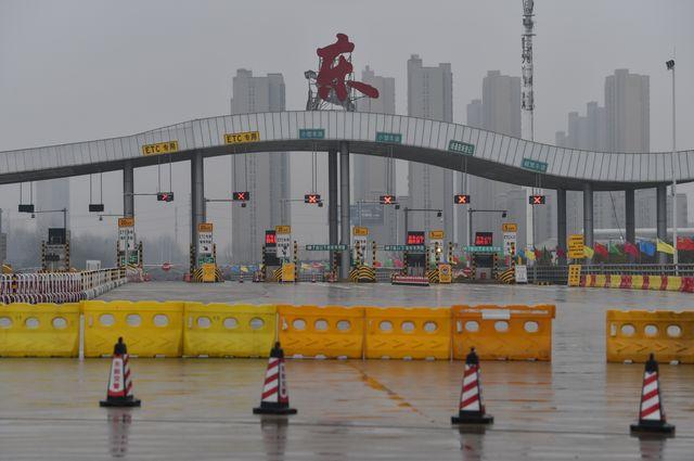 Les barrages mis en place par la police, pour limiter drastiquement les entrées et les sorties à Wuhan.