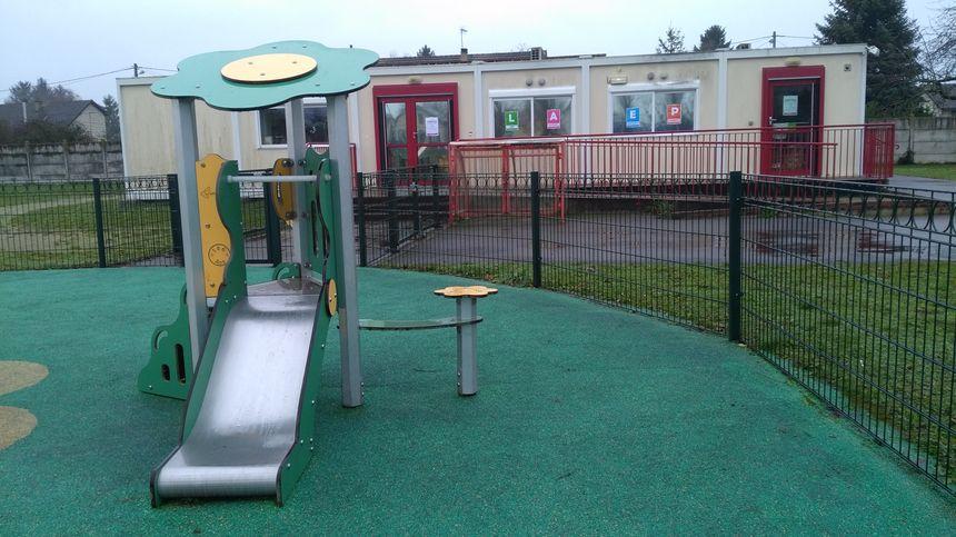 """Le lieu d'accueil enfants-parents de Migennes est ouvert tout les mercredis après midi de 14h à 17h, dans les locaux de la halte garderie """"les ouistitis"""" , rue Blanqui."""