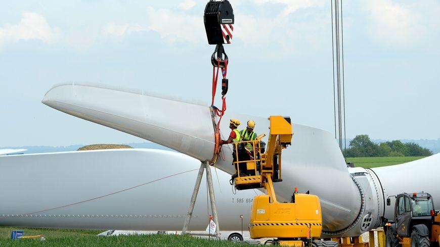 Au Sénat, la ministre de la transition écologique et solidaire a durci le ton contre l'éolien terrestre, plaidant pour une meilleure répartition des parcs sur le territoire.