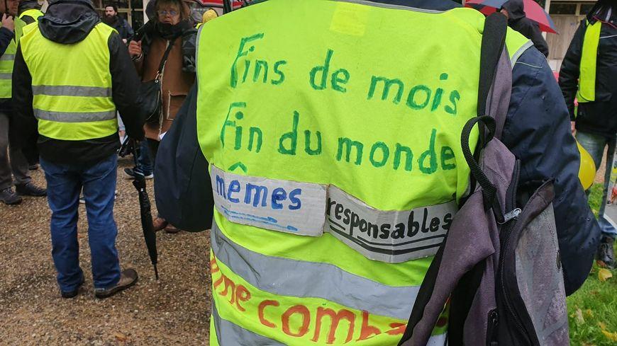 """Lille : 700 """"gilets jaunes"""" manifestent et répondent à l'appel national"""