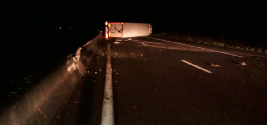 Imagen del accidente de camión este domingo 09 de febrero por Vinci Autoroute - Ninguno