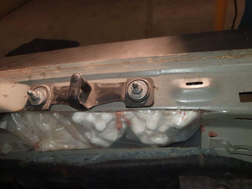 La cache avait été aménagée dans le pare-chocs du véhicule - Aucun(e)