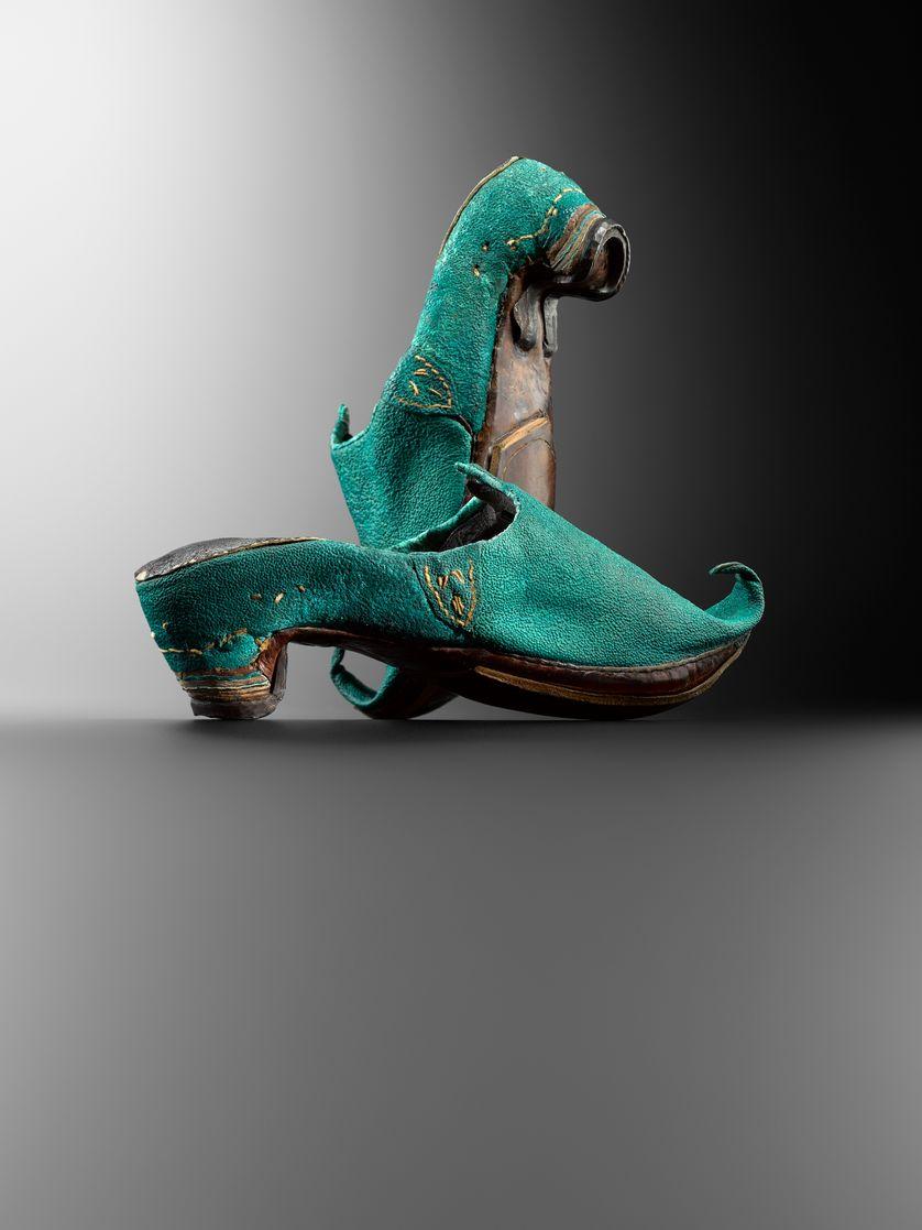 Evolution de la chaussure du Moyen Âge à nos jours