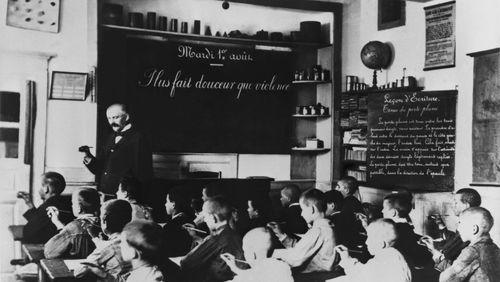 L'éco fait ses classes (1/4) : Ecole gratuite : une légitime dépense