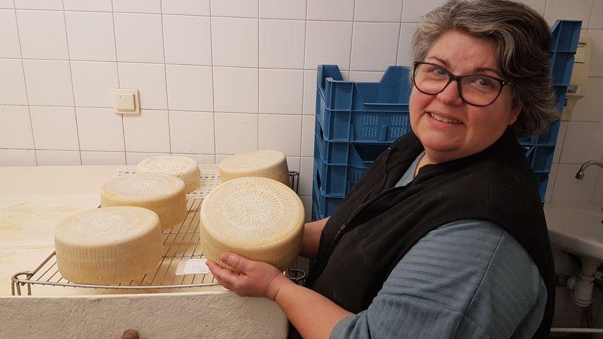 PHOTOS - Les fromages d'une productrice corse présentés au salon du Fromage à Paris