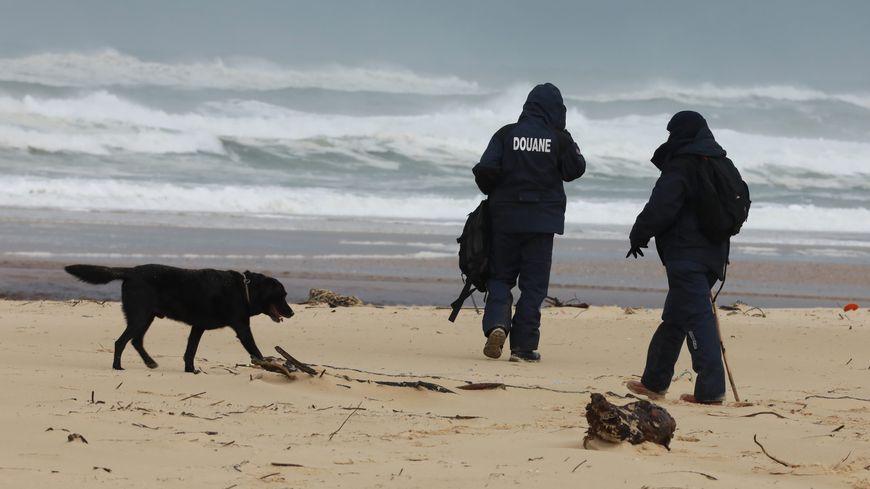 De nouveaux ballots de cocaïne ont été découverts, le 28 janvier, sur les plages landaises.