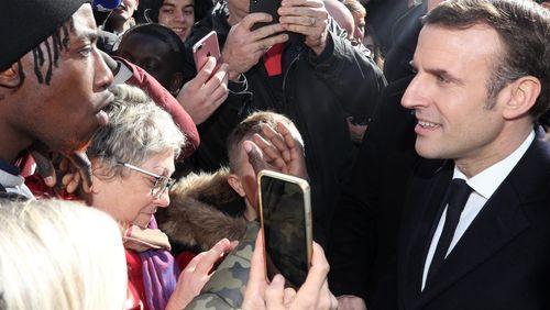 """Séparatisme islamiste : Emmanuel Macron veut en finir avec les """"influences étrangères"""""""